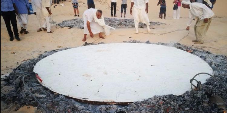 الفوار: صنع أكبر ''خبزة ملة'' ضمن فعاليات مهرجان الصابرية للتراث (صور)