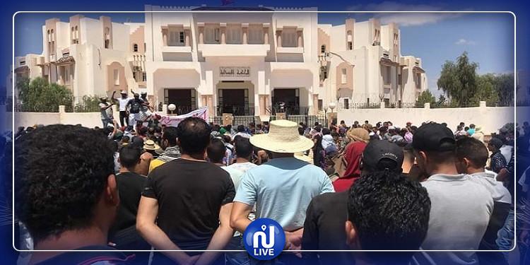 تطاوين :هدوء حذر و مسيرة سلمية بعد انسحاب القوات الأمنية