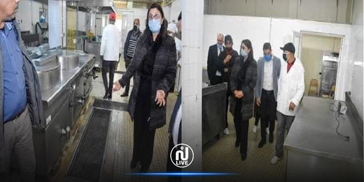 وزيرة التعليم العالي تؤدي زيارة فجئية للمطعم والمبيت الجامعي بحمام الشط
