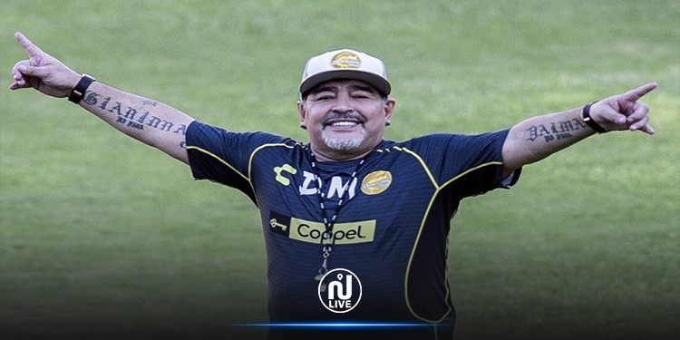 مقدم أخبار التلفزيون الأرجنتيني ينفجر باكيا عند اعلانه وفاة مارادونا (فيديو)