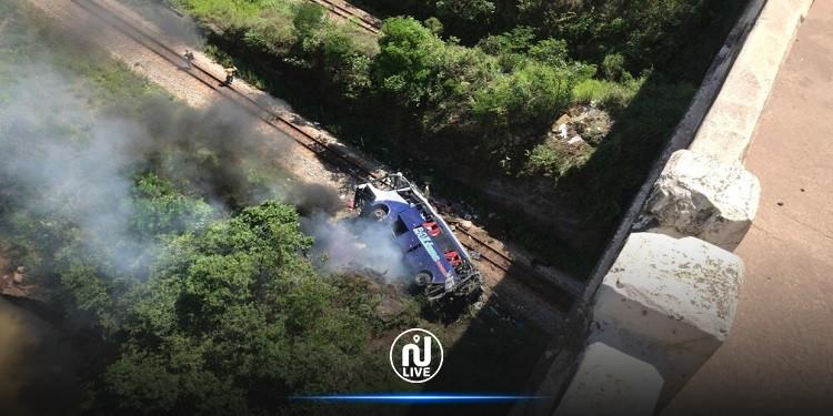 البرازيل: عشرات القتلى والجرحى في سقوط حافلة من فوق جسر (فيديو)