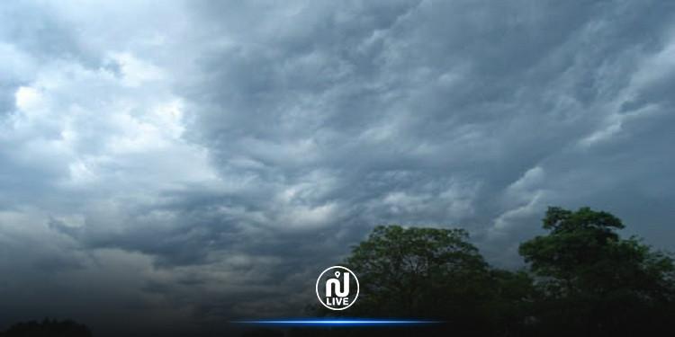 أمطار متفرقة ورياح قوية