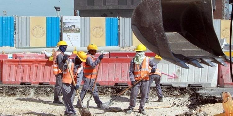 كأس العالم 2022: عمال المونديال بقطر يعملون في ظروف قاسية تنتهك القوانين