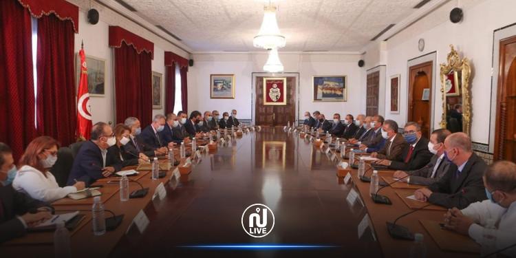 جلسة الحوار الأولى بين الحكومة والأعراف