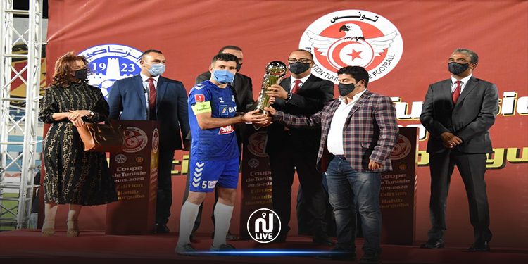 رئيس الحكومة يسلم كأس تونس للإتحاد الرياضي المنستيري (صور)