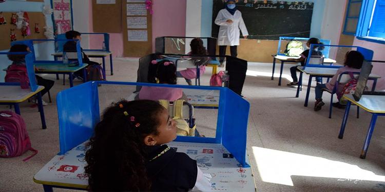 مع تفشي كورونا .. هكذا اختار مدير مدرسة جاب الله بطبرقة حماية التلاميذ (صور)