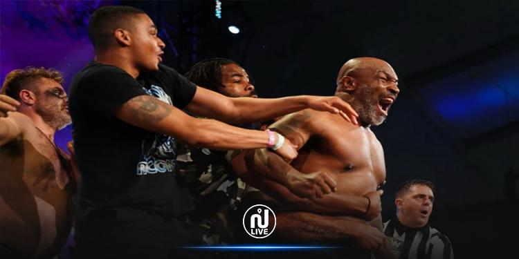 الملاكم العالمي ''مايك تايسون'' يقطع رأس منافسه ويلتهم أذنه (فيديو)