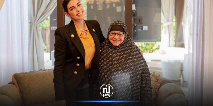 ياسمين صبري تستقبل سيدة المطر في منزلها  (صور)