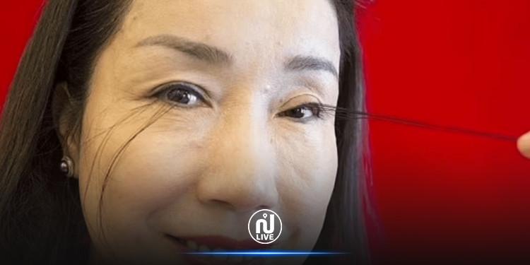 امرأة تحطم الرقم القياسي كصاحبة أطول رموش في العالم