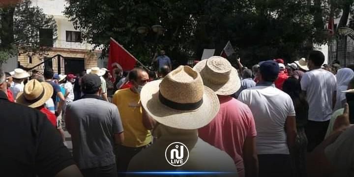 الكاف: احتجاجات أمام مقر الولاية تنديدا بسياسة الحكومة و المطالبة بحل البرلمان