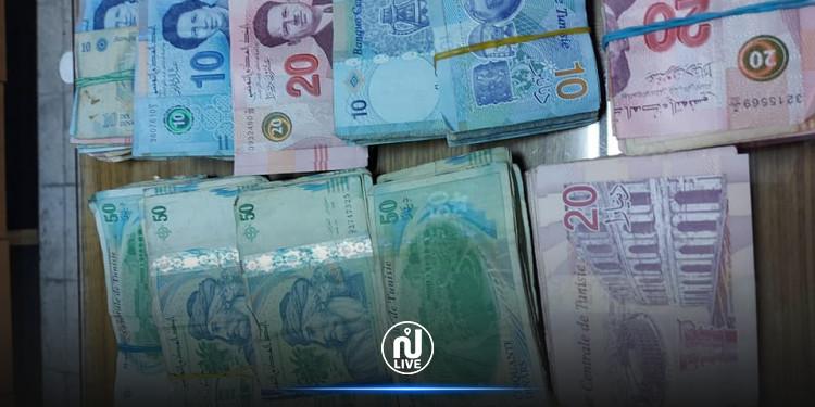 إحباط  عمليات تهريب لبضائع ومبالغ مالية بقيمة 260 ألف دينار