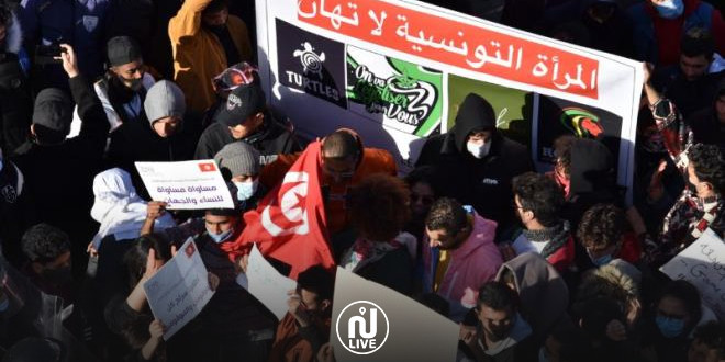 « Travail, Développement, Liberté et Dignité » : Des centaines de jeunes et d'activistes se sont rassemblés près du Parlement