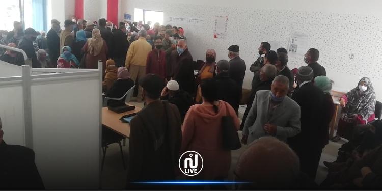 Jendouba : Chaos, bousculade et prise d'assaut de la salle de vaccination