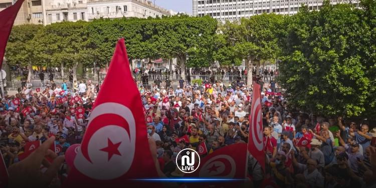 Tunis : Environ 3 000 manifestants à l'avenue Habib Bourguiba contre les mesures de Kais Saïed