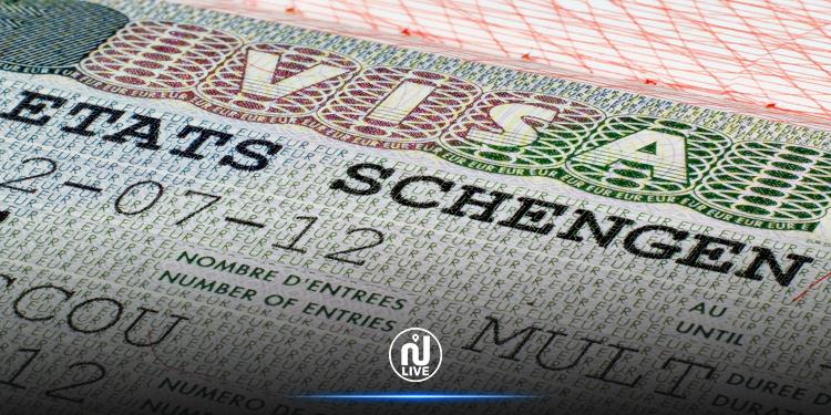 La France réduit de 30% le nombre de visas accordés au Tunisiens et de 50% aux Algériens
