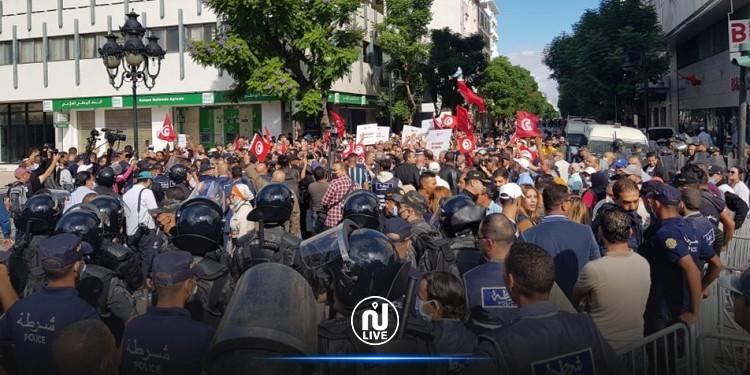 Tunis : Des milliers de personnes protestent contre les mesures de Kais Saïed