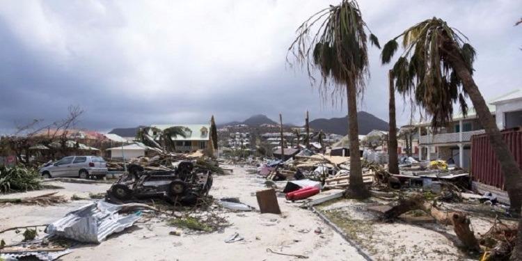 إعصار ايرما يجبر أهالي فلوريدا الأمريكية على إجلاء منازلهم