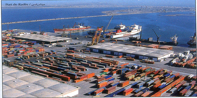 تعزيزات أمنية ضخمة في ميناء رادس