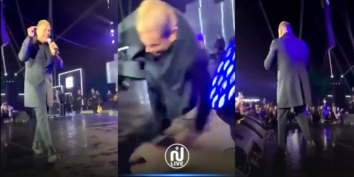 شاهد سقوط عمرو دياب على المسرح (فيديو)
