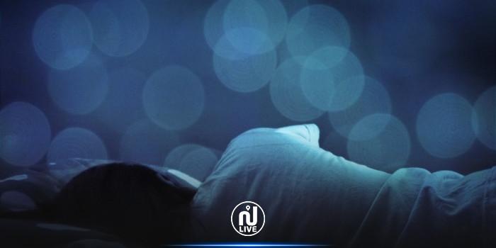 مع ارتفاع درجات الحرارة: هل يفضل النوم عاريا أم بالملابس؟ خبراء يجيبون