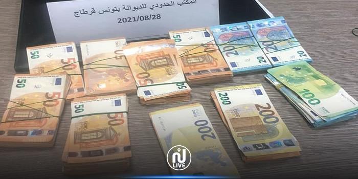 مصالح الديوانة بمطار تونس قرطاج تحجز مبالغ من العملة الأجنبية بقيمة 231 ألف دينار