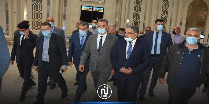 وزير الداخلية في زيارة تفقدية إلى مطار تونس قرطاج (صور)