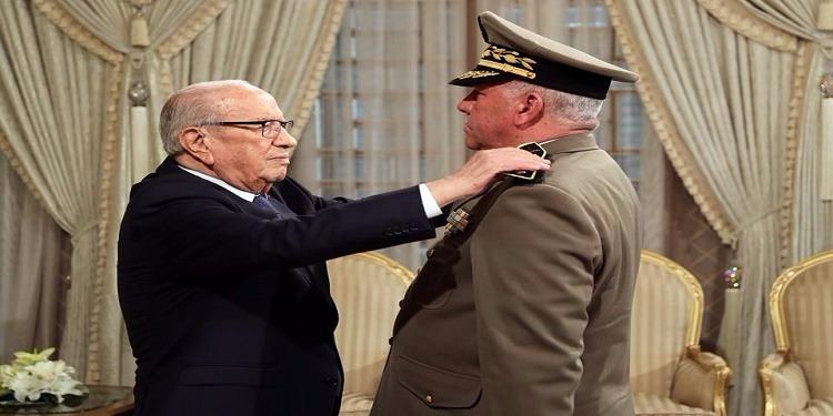 ترقية المدير العام لوكالة الاستخبارات والأمن للدفاع إلى رتبة أمير لواء