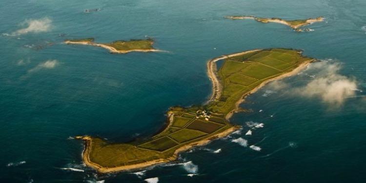 جزيرة فرنسية في المتوسط للكراء بسعر زهيد