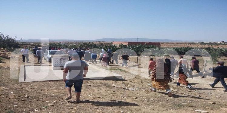 القصرين: تعطل الدروس تضامنا مع عائلات الفقيدتين في إنفجار لغم