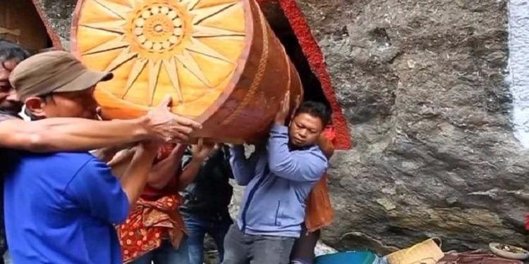 إندونيسيا: ''التقاليد'' تمنعهم من الهرب من الموت!