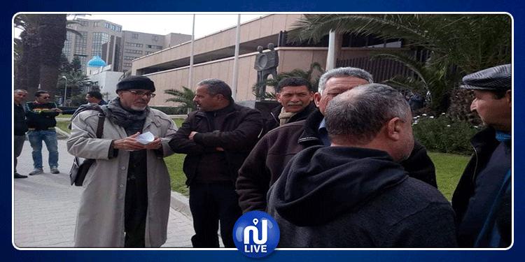 وقفة احتجاجية لحركة الشعب تنديدا بقرار الزيادة في الفائدة المديرية