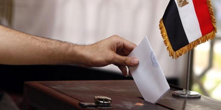 اغلاق مراكز الاقتراع المصرية في انتظار الاعلان عن الفائز بالرئاسة