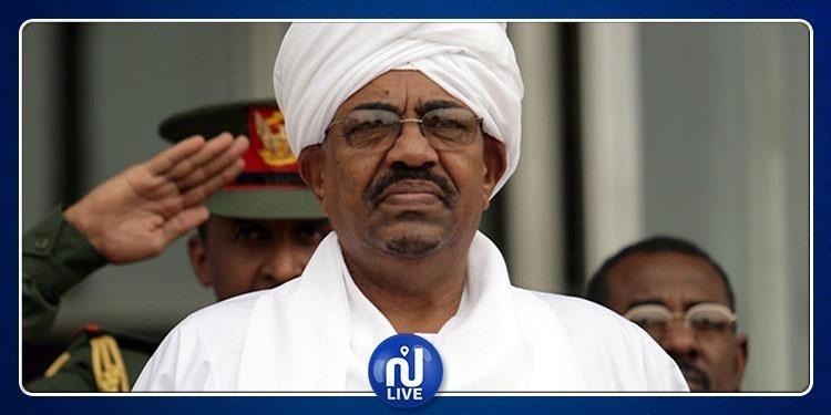 عمر البشير يحاول الهروب إلى الخليج