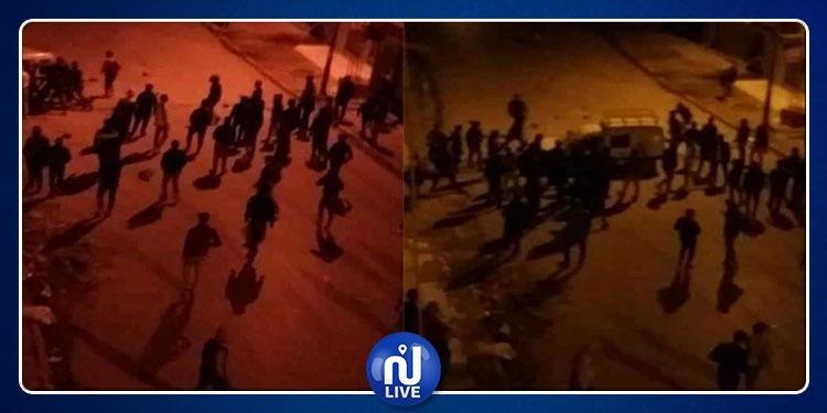 مواجهات ليلية بين الأمن وعدد من شبان حي التضامن (صور)