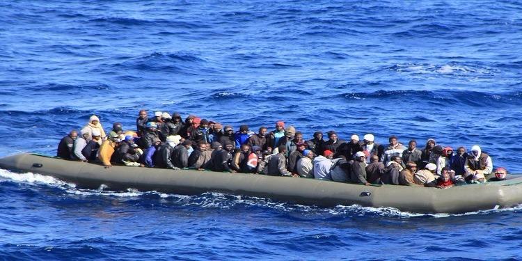 إنقاذ أكثر من 700 مهاجر قبالة السواحل الليبية