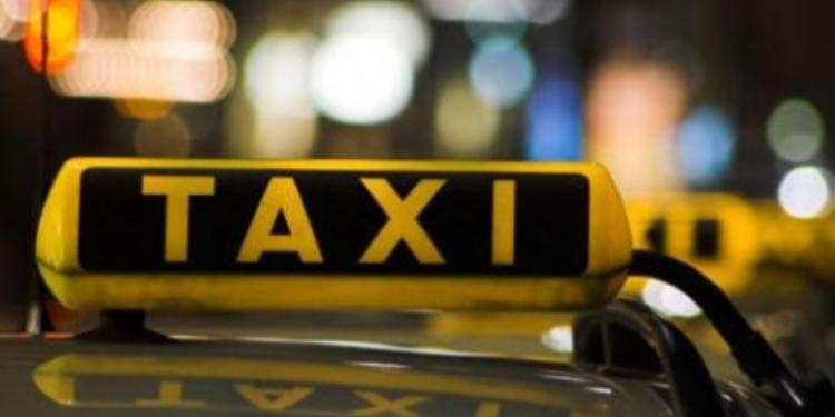 سائق سيارة أجرة يسرق عائلة ليبية