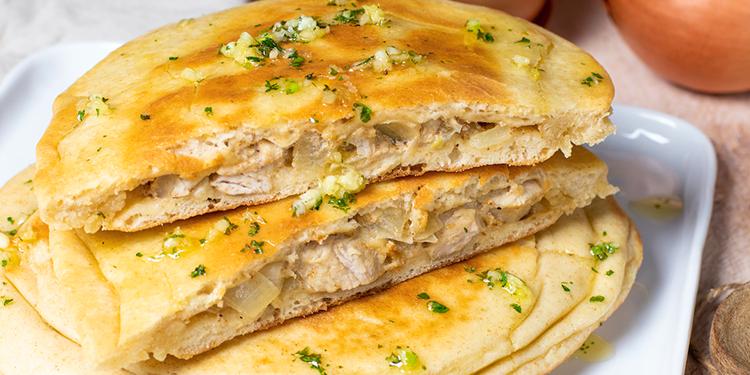 وصفة خبز طري محشي بالبصل والدجاج