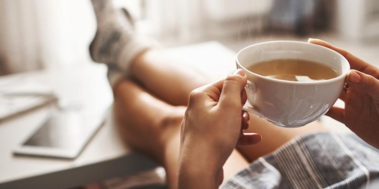 Le thé blanc : la boisson miracle du moment