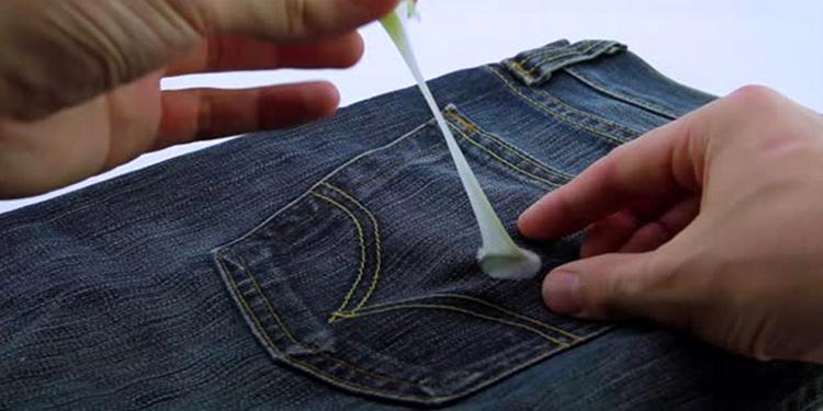 طرق إزالة العلك عن الملابس