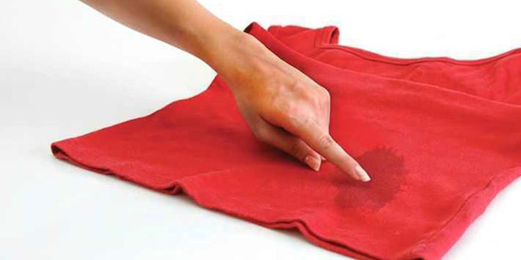 كيف تزيل بقع الزيت الصعبة عن الملابس؟