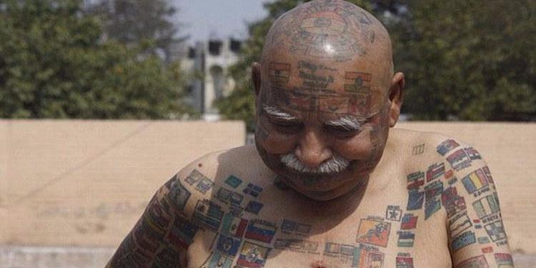 مسن هندي ينقش 366 علماً على جسده