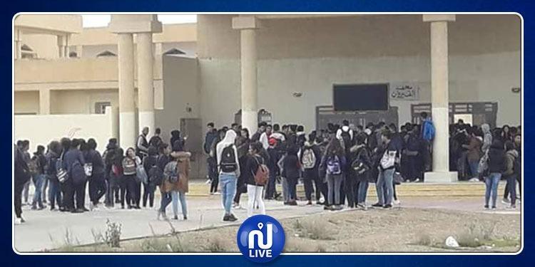 القيروان: تعطل الدروس بعدد من المعاهد بسبب احتجاج التلاميذ