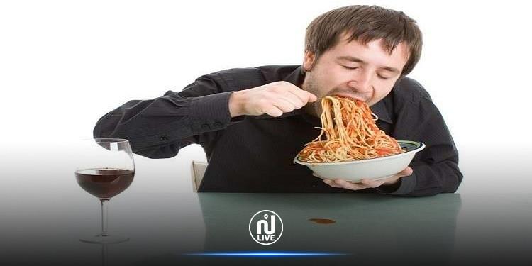 دراسة: الأكل بسرعة يؤدي إلى الإصابة بالرباعية المميتة