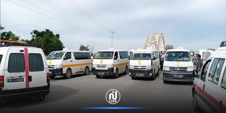 جندوبة: أصحاب سيارات النقل الريفي يحتجون ويغلقون الطريق
