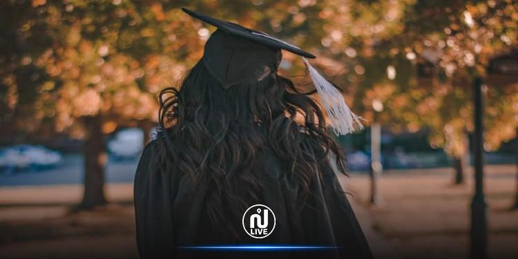 القصرين: أستاذة تمزّق مشروع تخرّج طالبة أمام زملائها وعائلتها!