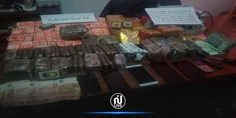 طبرقة: الإطاحة بعصابة مخدرات وحجز 219 صفيحة من 'الزطلة'