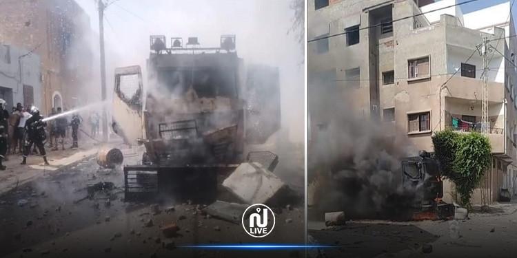 صفاقس: إصابة عون أمن إصابة حادة وحرق مدرعة أمنية من قبل المحتجين