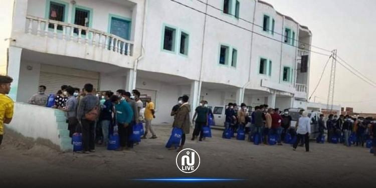 وصول مئات المهاجرين الأفارقة إلى مركز الإيواء بجرجيس والأهالي يحتجّون!