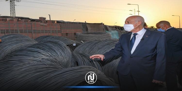 سعيّد يزور مقر إحدى شركات بيع مواد البناء بفوشانة من ولاية بن عروس