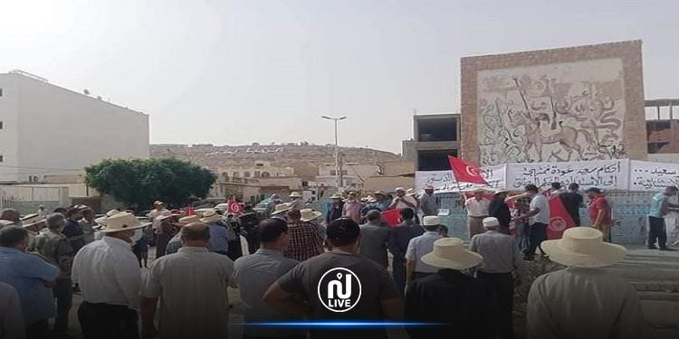 تطاوين: وقفة إحتجاجيّة بساحة الشّعب مناهضة لإجراءات رئيس الجمهوريّة